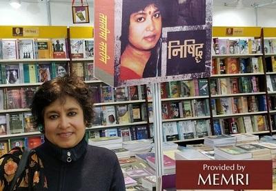 Taslima Nasreen w księgarni. (z: Twitter.com/TaslimaNasreen).
