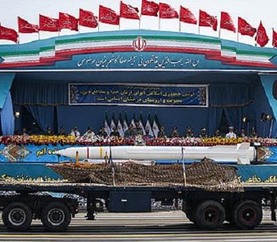 Irańska rakieta dalekiego zasięgu typu Bavar-373 pokazywana na defiladzie w Teheranie (Źródło: Wikipedia)