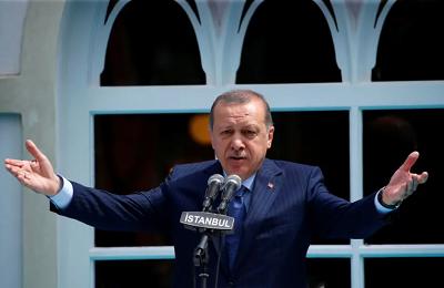 Turecki prezydent Tayyip Erdogan wygłasza przemówienie podczas ponownego otwarcia meczetu Yildiz Hamidiye z epoki osmańskiej w Stambule, Turcja, 4 sierpnia 2017 r. Zdjęcie: MURAD SEZER/REUTERS)