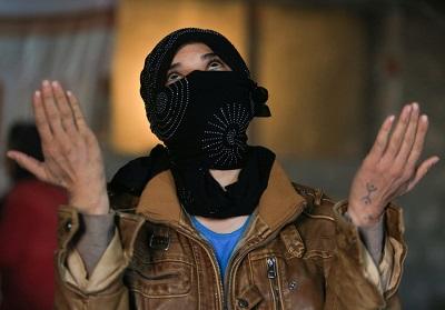 Prowincja Duhok w północnym Iraku, kobieta z mniejszości Jazydów, która była porwana przez bandytów z Państwa Islamskiego, ale udało jej się uciec, 24 listopada 2016. (Zdjęcie: ARI JALAL / REUTERS)