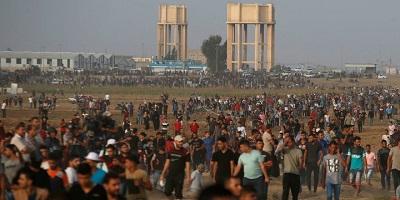<span>Palestyńscy uczestnicy rozruchów gromadzą się na granicy Izraela z Gazą. 10 października 2018. Zdjęcie: Reuters / Mohammed Salem.</span>
