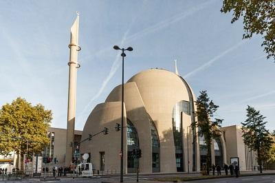 """29 września prezydent Turcji Erdogan Recep Tayyip otworzył najnowszy europejski meczet sfinansowany przez rząd turecki """"Centralny meczet w Kolonii"""" w Niemczech. (Zdjęcie: Carsten Koall/Getty Images)"""