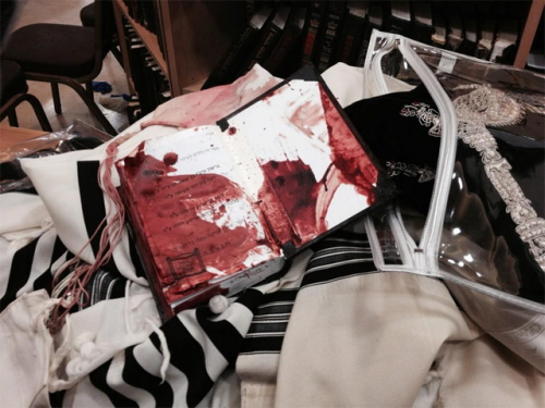 18 listopada dwóch terrorystów uzbrojonych w noże rzeźnickie i tasaki do mięsa zabiło w synagodze czterech rabinów Moshe Twersky'ego, 59, Aryeha Kupinsky'ego, 43, Avrahama Shmuela Goldberga, 68, oraz Kalman Levine, 55. Sierżant Zidan Nahad Seif (Druz), 30, który interweniował został śmiertelnie ranny i zmarł w szpitalu.