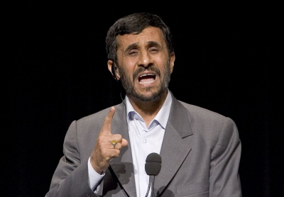 Były prezydent Iranu, Mahmoud Ahmadineżad, powiedział, że negowanie Holocaustu jest jego największym osiągnięciem. Na zdjęciu: &Oacute;wczesny prezydent Ahmadineżad przemawia na Columbia University w Nowym Jorku 24 września 2007 r. (Zdjęcie: Stephen Chernin-Pool/Getty Images)<br />