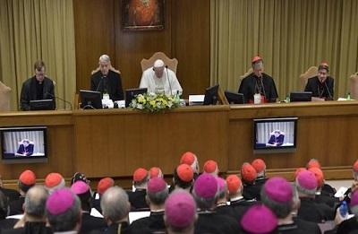 Papiez Franciszek otwiera szczyt na temat ochrony niepełnoletnich w Kosciele.