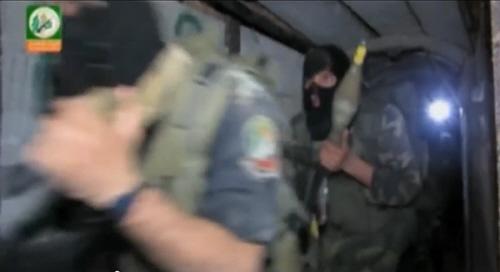 Hamas krzyczał, że giną cywile palestyńscy, podczas gdy terroryści z Hamasu pozostawali przy życiu, ukrywając się w podziemnych bunkrach i tunelach. (Zdjęcie: zrzut z ekranu z wideo Hamasu)<br />