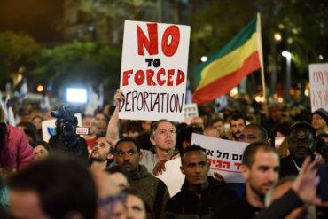 Ponad 20 tysięcy afrykańskich azylantów i aktywistów praw człowieka demonstrowało w Tel Awiwie przeciwko planom deportowania afrykańskich azylantów. Zdjęcie: Gili Yaari/Flash90