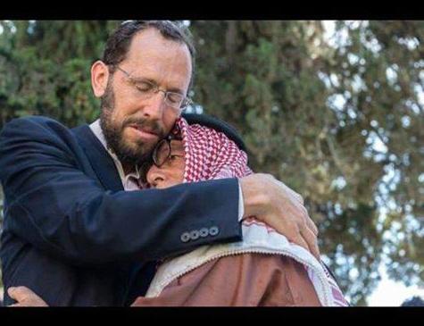 """Wkrótce po znalezieniu ciał trzech chłopców mój przyjaciel Ibrahim z Jerozolimy Wschodniej zadzwonił do mnie, żeby wyrazić swój ból z powodu tego mordu i żeby powiedzieć mi, że jest całym sercem z rodzinami zabitych chłopców.Nie wyobrażałem sobie, że w kilka dni później pójdę do niego, żeby wyrazić mój ból z powodu zamordowania Mohammeda Abu Khdeiraze Wschodniej Jerozolimy, żeby powiedzieć, że całym sercem jestem z rodziną tego chłopca.Rabin Yakov Nagen z Otniel, miasta w Judei określanego jako """"osiedle""""."""