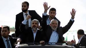 Szef biura politycznego Hamasu, Chaled Maszaal (po lewej), i były premier Gazy z ramienia Hamasu Ismail Hanija.