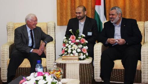 Były prezydent USA, Jimmy Carter, chrześcijański działacz na rzecz pokoju, z przywódcami Hamasu w Gazie.