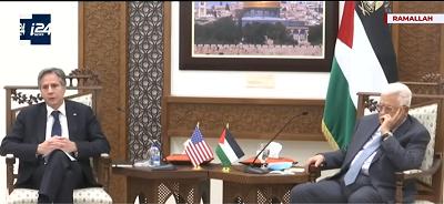 Ogłoszenie przez sekretarza stanu USA, Antony'ego Blinkena, z 25 maja, że administracja Bidena poprosi Kongres o przyznanie 75 milionów dolarów jako pomoc dla Palestyńczyków oraz że Waszyngton ponownie otworzy konsulat USA w Jerozolimie, wysyła niewłaściwy komunikat do przywódców Palestyńczyków. Na zdjęciu: Blinken (po lewej) z prezydentem Autonomii Palestyńskiej, Mahmoudem Abbasem 25 maja 2021 roku w Ramallah. (Zrzut z ekranu wideo)