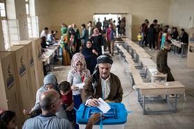 Ludzie głosują w referendum 25 września 2017 r. w Kirkuku w irackim Kurdystanie. (Zdjęcie: Chris McGrath/Getty Images)