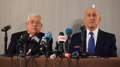 Palestyński prezydent Mahmoud Abbas i były premier Ehud Olmert krytykują nowy plan pokojowy USA na konferencji prasowej w Nowym Jorku, 11 lutego 2020r.(Zdjęcie: AFP)