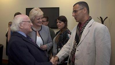 Przywódca ruchu BDS, Omar Barghouti, spotyka się z irlandzkim prezydentem, Michaelem Higginsem(Zdjęcie: BDS)