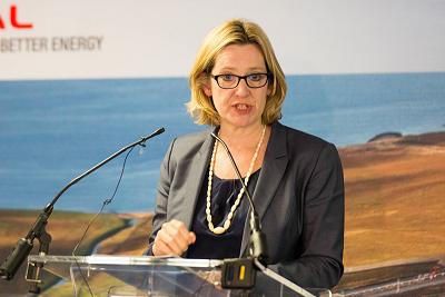 """Brytyjska minister spraw wewnętrznych, Amber Rudd, oznajmiła, że ludzie wielokrotnie oglądający """"treści terrorystyczne"""" w Internecie, mogą obecnie zostać skazani na kary do 15 lat pozbawienia wolności. (Zdjęcie: UK Government/Flickr)"""