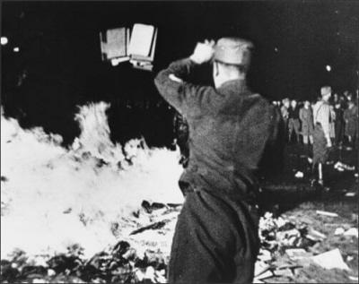 Berlin 1933 – palenie książek.