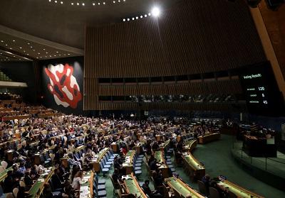 Zgromadzenie Ogólne Narodów Zjednoczonych w kwaterze głównej ONZ w Nowym Jorku, 13 czerwca 2018 r głosuje nad przyjęciem propozycji rezolucji potępiającej użycie nadmiernej siły przez wojsko izraelskie przeciwko palestyńskim cywilom. (zdjęcie: REUTERS/MIKE SEGAR)