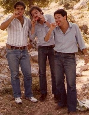 Fred Maroun (w środku), przed wyjazdem do Kanady.