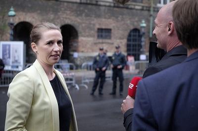 """Mette Frederiksen, przywódczyni partii Socjaldemokratycznej Danii, mówi: """"Kiedy jest się dzieckiem w Danii, jest niesłychanie ważne, by wyrastać w duńskiej kulturze i duńskim życiu codziennym... niezależna szkoła bazująca na islamie nie jest częścią kultury większości w Danii… Nie podoba mi się też brak równości w szkołach i te bardzo nienawistne słowa przeciwko naszej mniejszości żydowskiej"""". (Zdjęcie: News Oresund/Flickr)"""