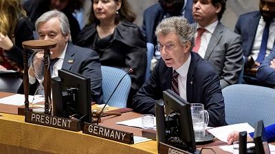 """Bliskie przyjrzenie się głosowaniom Niemiec w ONZ na przestrzeni ostatnich kilku lat ujawnia niepokojące podwójne standardy w całym szeregu spraw, szczególnie w sprawie praw człowieka, o których rząd Niemiec twierdzi, że są """"kamieniem węgielnym"""" jego polityki. Na zdjęciu: ambasador przy ONZ, Christoph Heusgen na posiedzeniu Rady Bezpieczeństwa ONZ."""