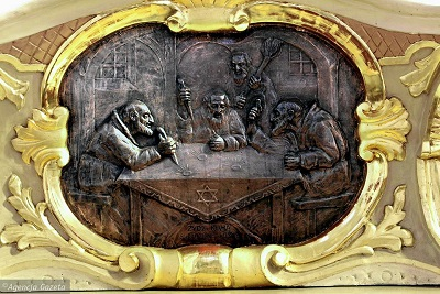 Plaskorzeźba wisząca w Sanktuarium Najświętszej Krwi Pana Jezusa w Poznaniu przy ulicy Żydowskiej.
