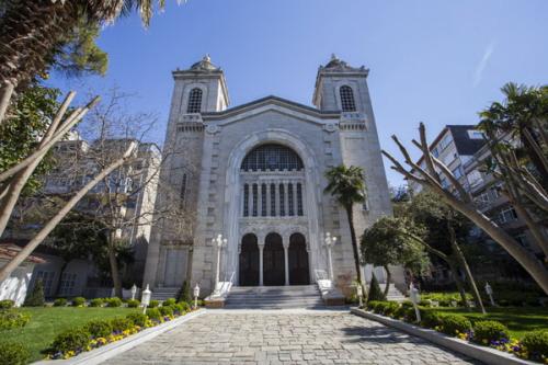 Kościół Hagia Triada w Stambule podpalony niedawno przez podpalacza.