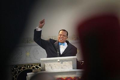 Louis Farrakhan, przywódca Narodu Islamu, reprezentuje niemal wszystko, co jest sprzeczne z ideą Marszu Kobiet. Jakim zatem sposobem trzy z czterech członkiń zarządu Marszu Kobiet akceptują i wychwalają Farrakhana? (Zdjęcie: Scott Olson/Getty Images)