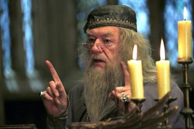 """""""Nazywaj go Voldemort, Harry. Zawsze u�ywaj w�a�ciwych nazw. L�k przed nazw� wzmacnia l�k przed tym, czego si� boimy."""""""