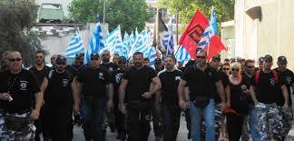 Marsz członków Złotego Świtu.