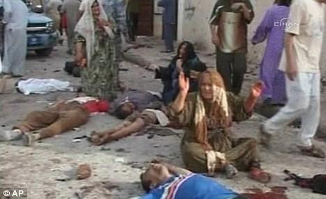 Następstwo zamachu samobójczego niedaleko Mosulu w Iraku