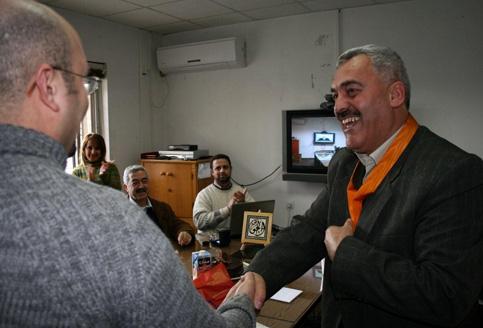 Źródło: http://electronicintifada.net/blogs/ali-abunimah/despite-arbitrary-travel-ban-israel-permit-palestinian-human-rights-defender-meet