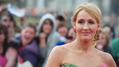 Zdjęcie JK Rowling na światowej premierze ekranizacji drugiej części powieściHarry Potter i Insygniaśmierciw Londynie, 7 lipca 2011/ Alamy