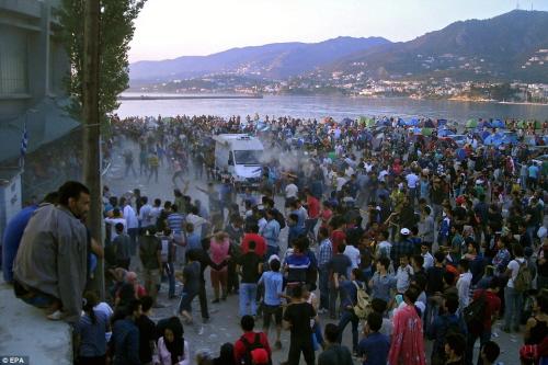<br />Bunt w obozie dla uchodźców na wyspie Lesbos, wrzesień 2015.
