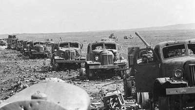 Wzgórza Golan. Zniszczone pojazdy armii syryjskiej jadącej napodbój Izraela w1973 roku.