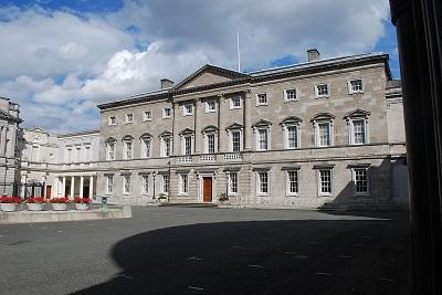 Leinster House w Dublinie w Irlandii, siedziba irlandzkiego parlamentu. (Zdjęcie: Jean Housen/Wikimedia Commons)