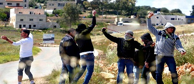 Arab youth prepare to attack Jewish passersby enroute in Judea (Photo - Flash 90)