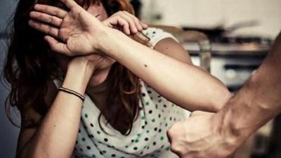 Wpływ przemocy domowej jest ogromny zarówno na same ofiary, jak i na całe społeczeństwo. (Shutterstock)