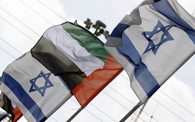 Flagi Zjednoczonych Emiratów Arabskich i Izraela na lotnisku w Abu Zabi 31 sierpnia 2020 roku. Photo by JACK GUEZ)