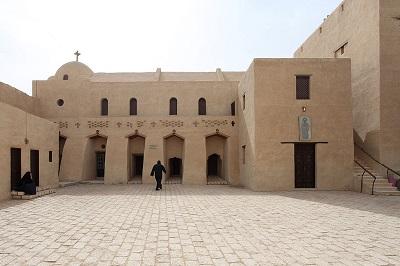 Starożytny klasztor św. Samuela w Minja w Egipcie (Zdjęcie: Roland Unger/Wikimedia Commons)