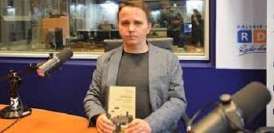 """Mirosław Tryczyk, autor książki """"Drzazga. Kłamstwa silniejsze niż śmierć"""" (Zrzut zekranu zwideo)."""
