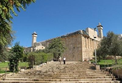 Palestyńscy przywódcy wydają się bardziej zaniepokojeni izraelskim planem zainstalowania windy dla niepełnosprawnych ludzi w Makpeli, grobowcu patriarchów w Hebronie, niż nagłym wzrostem palestyńskich przestępstw z użyciem przemocy.