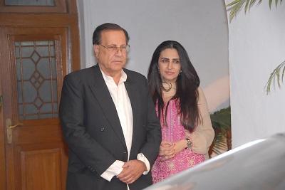 Na zdjęciu: Salman Taseer, zamordowany gubernator Pendżabu w Pakistanie w towarzystwie żony, Aamny, przygotowuje się na spotkanie ambasadora USA w Pakistanie 6 listopada 2010 r. (Zdjęcie: Salman Taseer/Flickr)