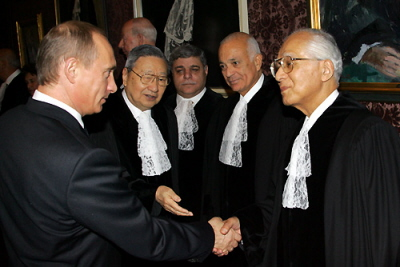 Al-Arabi, as Judge of the UN International Court of Justice, welcomes Vladimir Putin