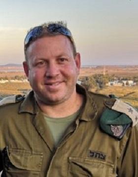 DoktorEyal Dror, dowódca operacji \