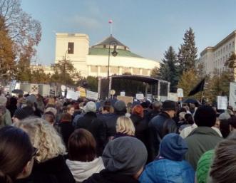 Protest pod Sejmem, Warszawa, 23 pa�dziernika (Ze strony Dziewuchy dziewuchom)