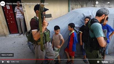 31 marca, milicja Fatahu, partii prezydenta Autonomii Palestyńskiej, Mahmouda Abbasa, aresztowała trzech palestyńskich aktywistów w libańskim obozie uchodźców, Ain al-Hilweh, którzy protestowali przeciwko temu, że palestyńskie kierownictwo odmawia udzielenia pomocy dla uchodźców z Syrii. Na zdjęciu: Palestyńczycy w Ain al-Hilweh (Zdjęcie: zrzut z ekranu wideo)