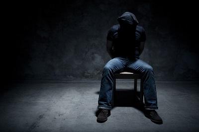 Brutalne metody dławienia działalności i tortury, jakie stosuje Hamas, odstraszyły wielu Palestyńczyków od protestowania. Niedawno palestyński działacz zatrzymany przez Hamas w Gazie podobno próbował popełnić samobójstwo w areszcie Hamasu. Palestyńczycy, którzy spędzili czas w aresztach Hamasu, mówią, że byli poddani rozmaitego rodzaju fizycznym i psychologicznym torturom. (Zdjęcie: iStock. Obraz ilustrujący.)
