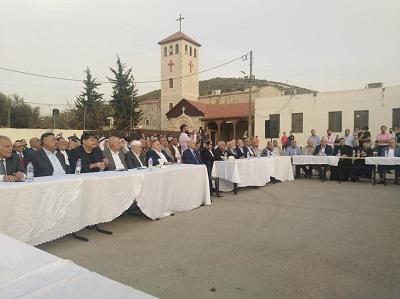 Ceremonia atwa na dziedzińcu kościoła we wsi Dżifna (Źródło: Facebook.com/Jifna-Council-310665966037710, 29 kwietnia 2019)