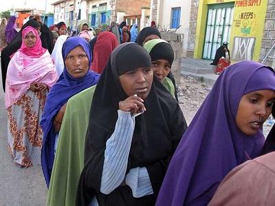 Kobiety czekają w kolejce do głosowania w Hargeisa, stolicy Somalilandu, 26 czerwca 2010 r.Ali Musa/AFP/Getty Images