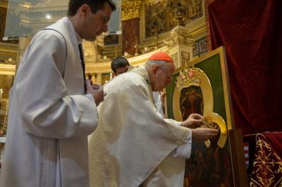 Koronacji kopii obrazu Matki Boskiej Częstochowskiej w bazylice św. Stefana w Budapeszcie dokonał w piątek 30 czerwca 2017 podczas uroczystej mszy świętej prymas Węgier, kardynał Peter Erdoe, w obecności licznie zgromadzonych wiernych. (Wyprzdzili nas!)